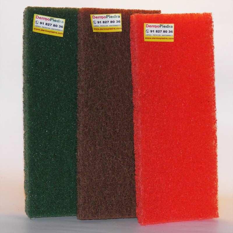 Kit de 3 estropajos de fibra para trabajos de limpieza.